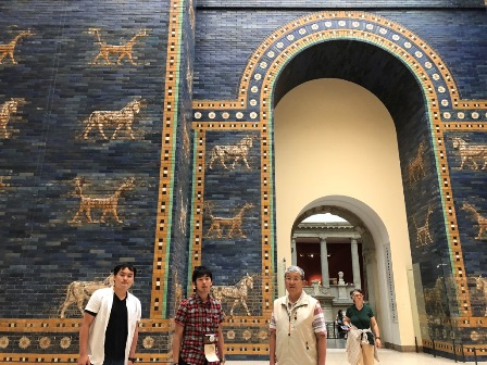 Berlin/At Pergamon Museum.jpg